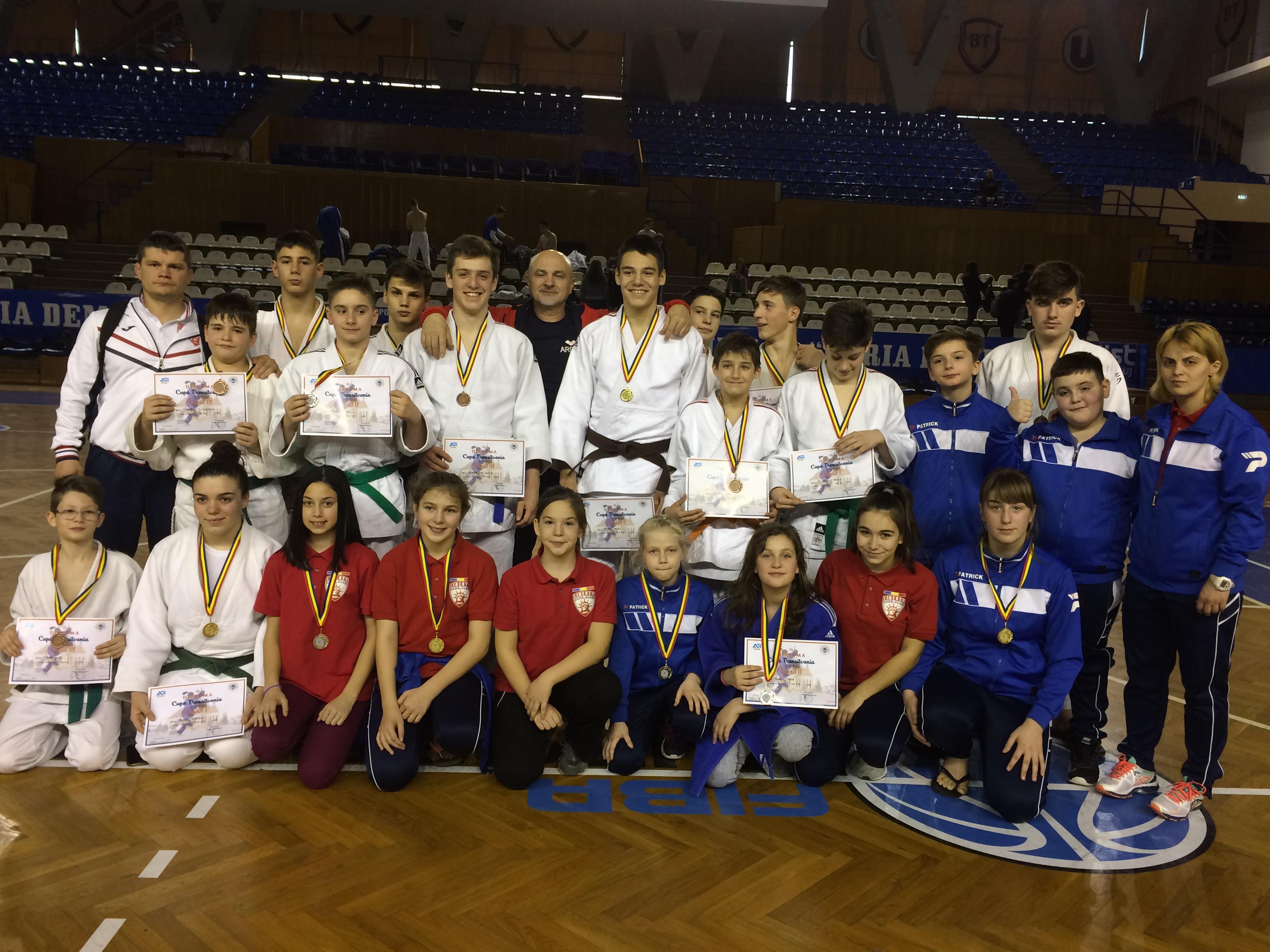 19 de medalii cucerite de judoka de la LPS-CSS Liberty Oradea la Cupa Transivaniei de la Cluj Napoca